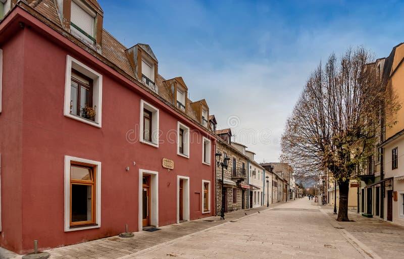 Casas históricas viejas en la ciudad de Cetinje, Montenegro fotos de archivo