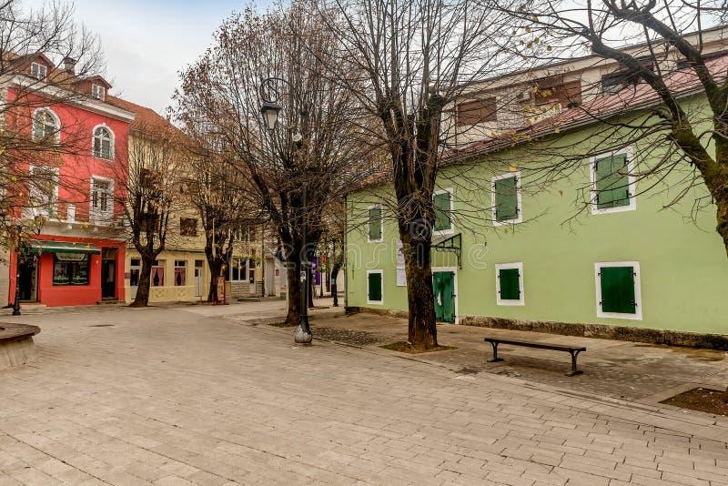 Casas históricas viejas en la ciudad de Cetinje, Montenegro imagen de archivo libre de regalías