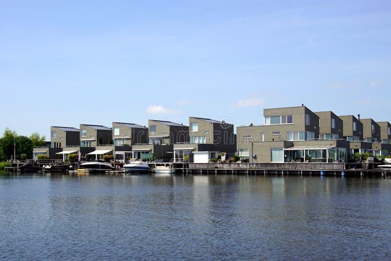 Casas holandesas en de waterside imagen de archivo libre de regalías