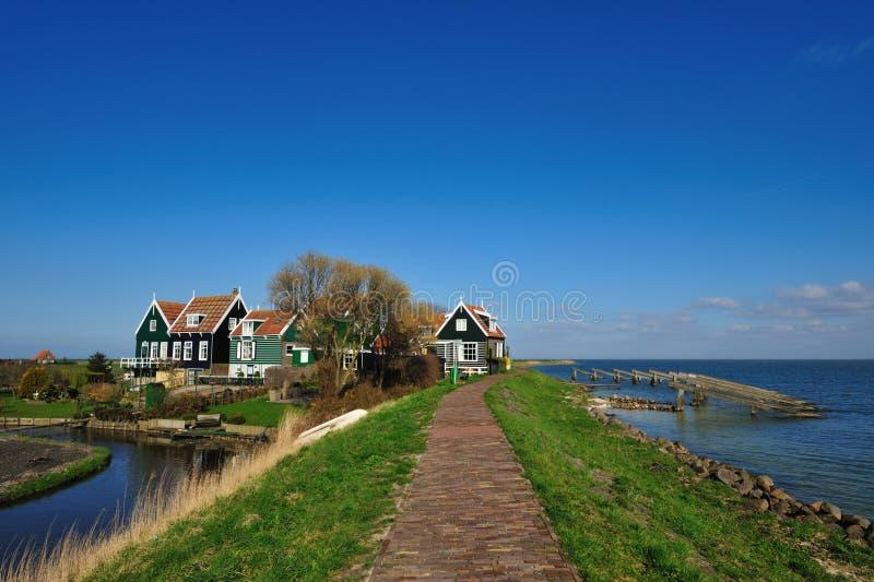 Casas holandesas velhas em Marken fotografia de stock royalty free