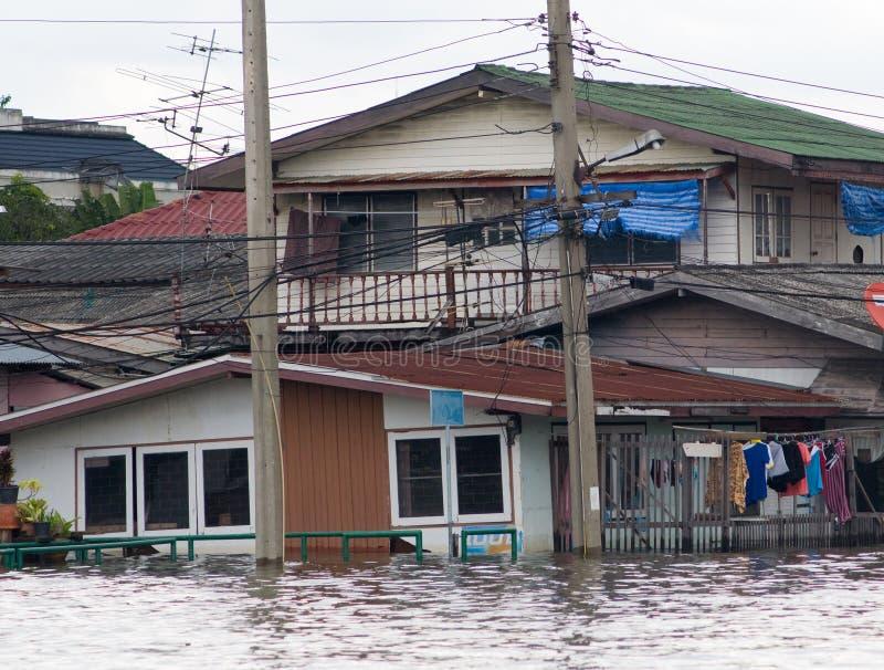 Casas inundadas em Banguecoque, Tailândia imagens de stock royalty free