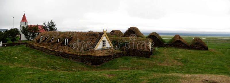Casas islandêsas tradicionais do relvado fotografia de stock