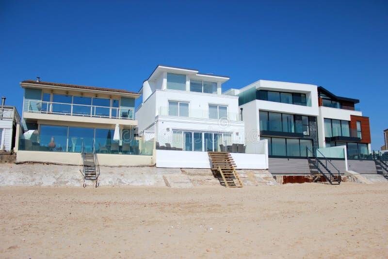 Casas luxuosas da praia foto de stock