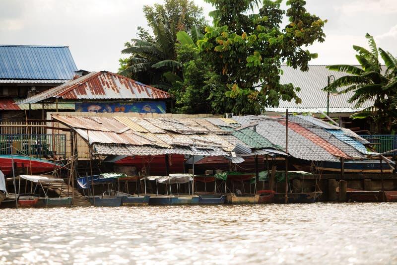Casas malayas de Kampung en Kuching foto de archivo