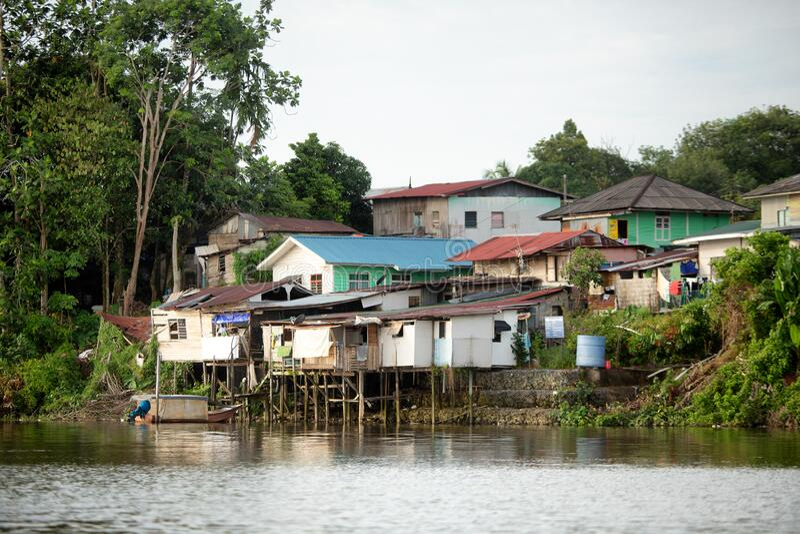 Casas malayas de Kampung en Kuching imagen de archivo libre de regalías