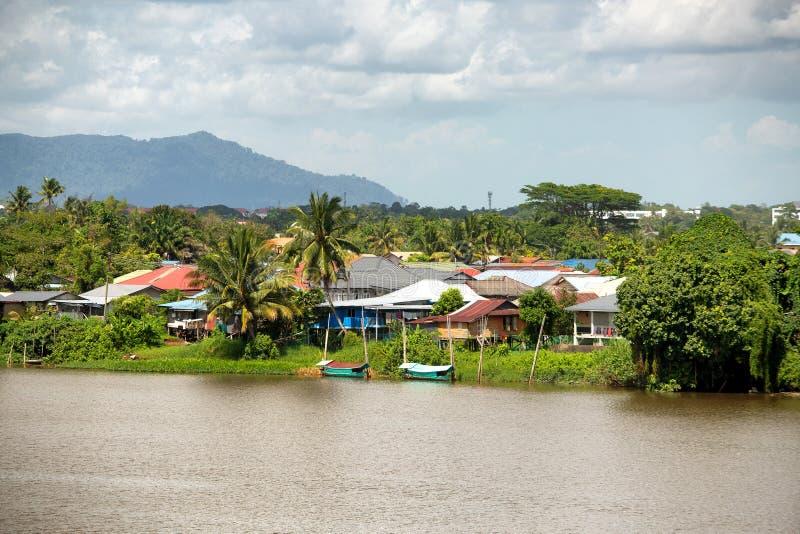 Casas malayas de Kampung en Kuching fotos de archivo
