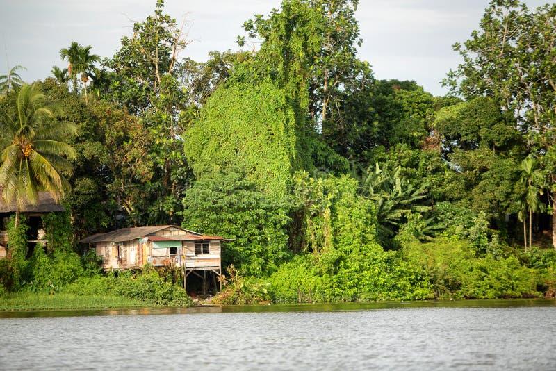 Casas malayas de Kampung en Kuching imagenes de archivo