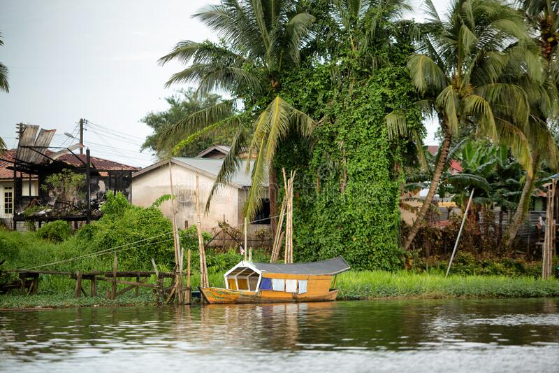 Casas malayas de Kampung en Kuching fotos de archivo libres de regalías