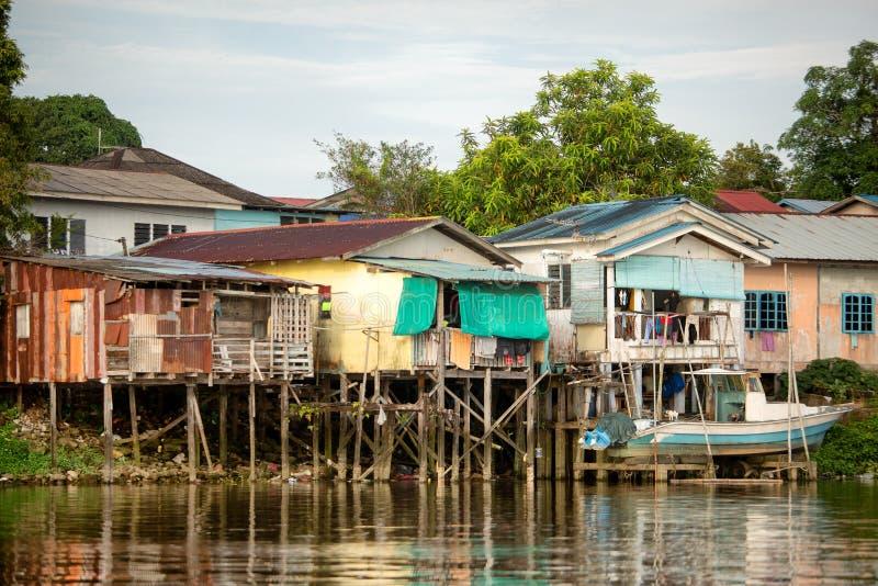 Casas malayas de Kampung en Kuching imagen de archivo