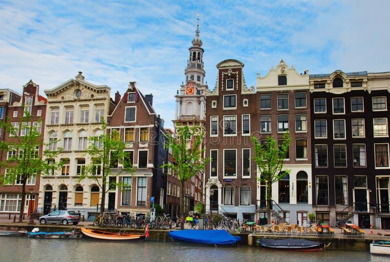 Casas medievais de Amsterdão, Países Baixos imagens de stock royalty free