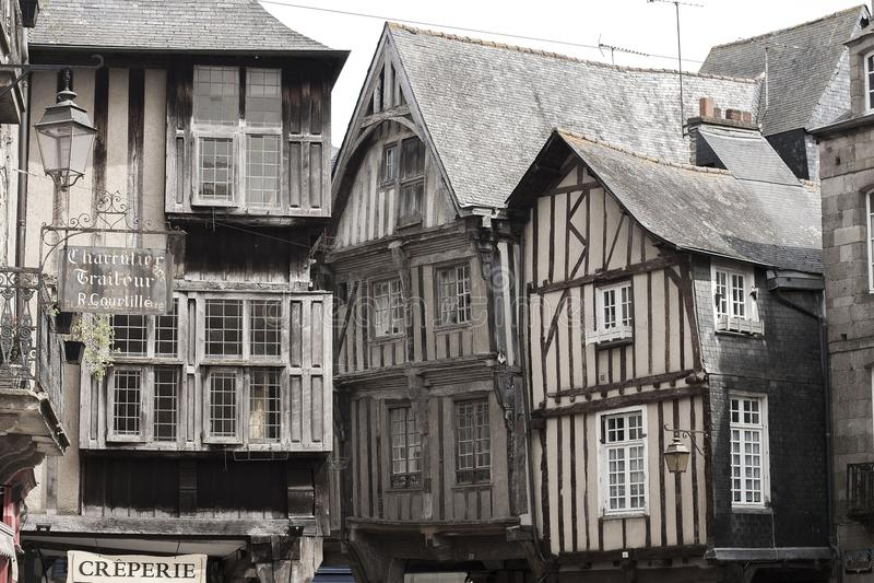 Casas medievales en Dinan, Francia fotos de archivo libres de regalías