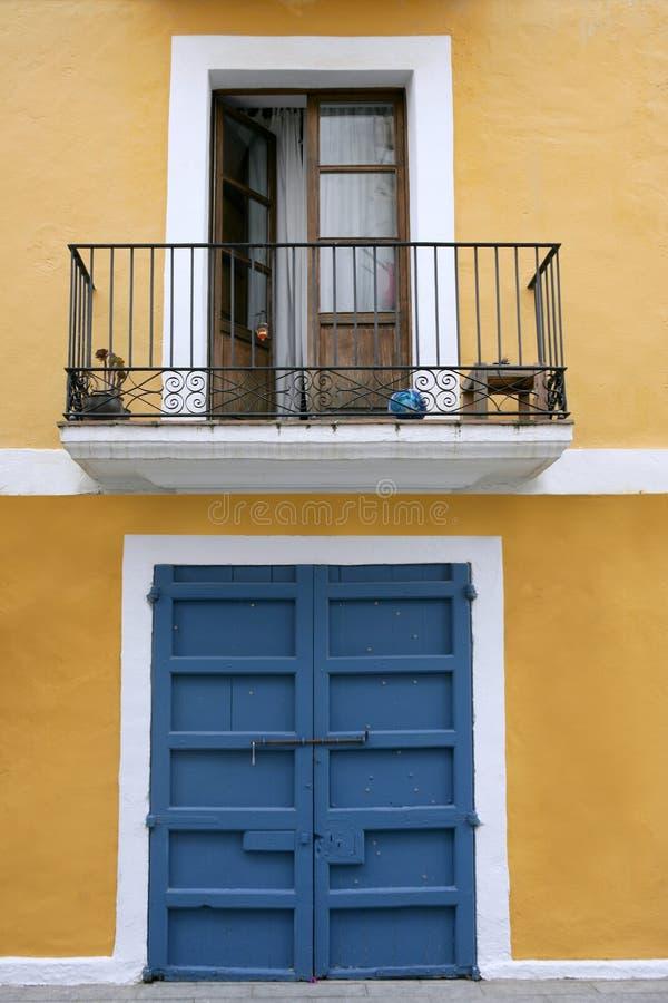 Casas mediterrâneas da arquitetura do console de Ibiza imagem de stock royalty free