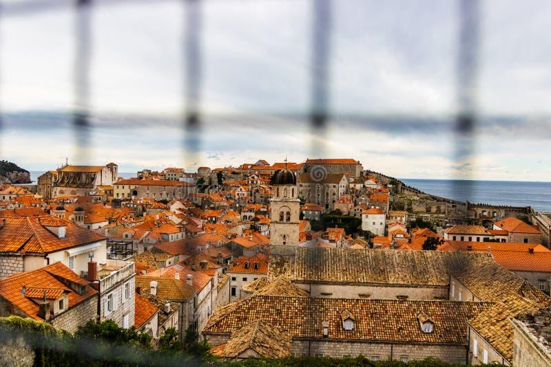 Casas mediterrâneas tradicionais com os telhados telhados vermelhos em Dubrovnik, Dalmácia, Croácia imagens de stock royalty free