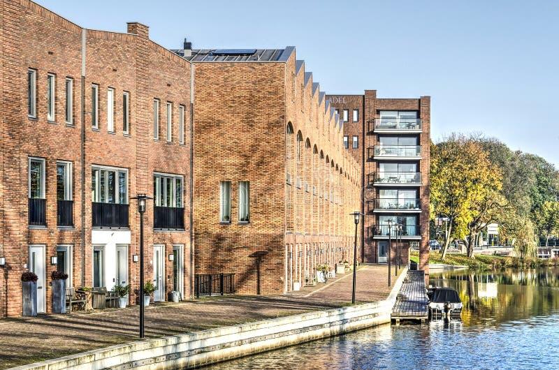 Casas modernas do cais em Woerden foto de stock