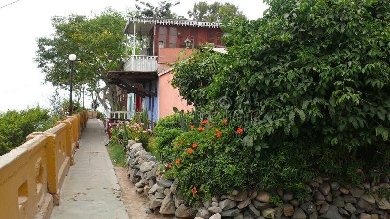 Casas multicoloras en Barranco, Lima, Perú fotos de archivo