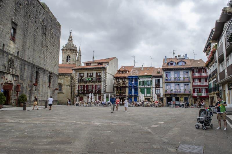 Casas na plaza Arma na área de porto em Hondarribia, uma cidade fotos de stock royalty free