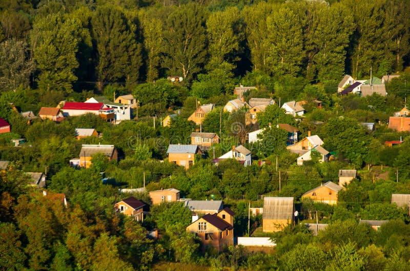 Casas na vila cedo imagem de stock