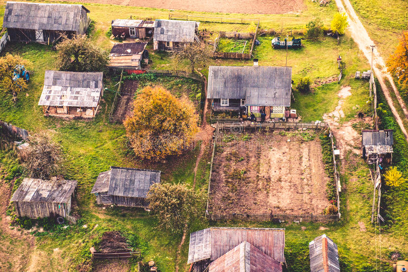 Casas no campo fotos de stock