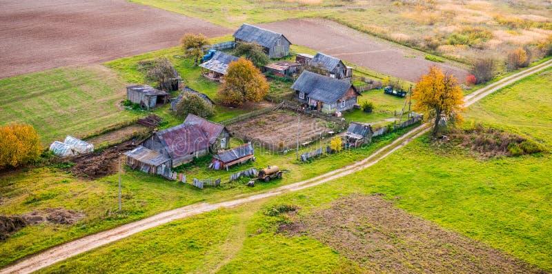 Casas no campo fotografia de stock