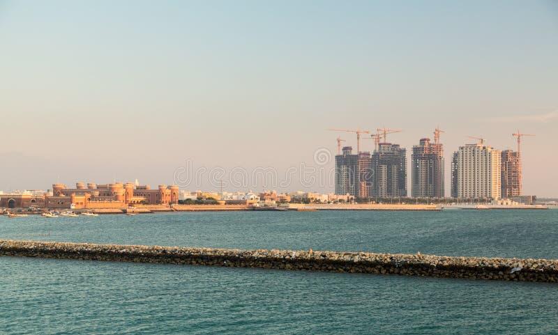 Casas novas da construção em Budaiya Barém imagens de stock royalty free
