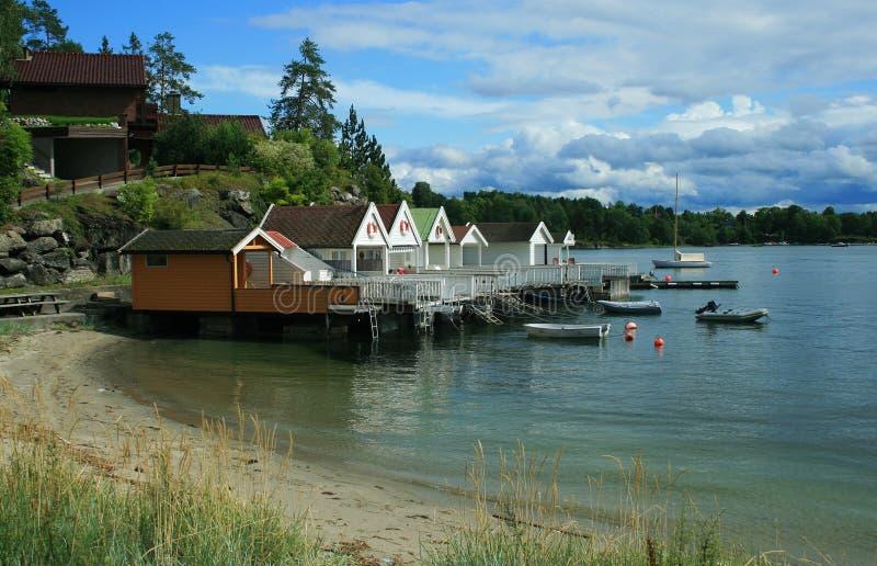 Casas pequenas na costa fotos de stock royalty free