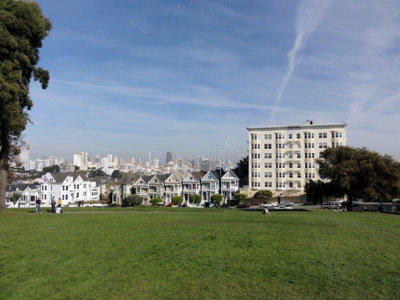 Casas pintadas do Victorian de Laides em San Francisco imagens de stock