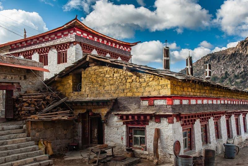 Casas populares coloridas em China ocidental imagem de stock