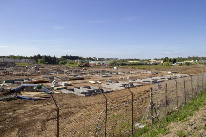 Casas que estão sendo construídas foto de stock royalty free