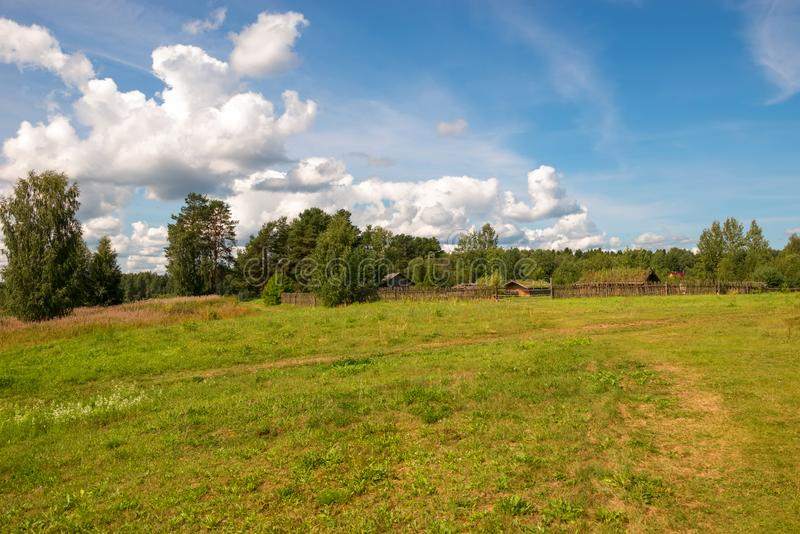 Casas residenciais da vila eslavo do século X imagem de stock royalty free