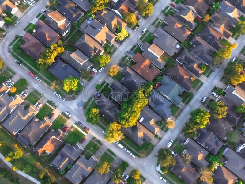 Casas residenciais da vizinhança suburbana circular da vista superior em Ho foto de stock