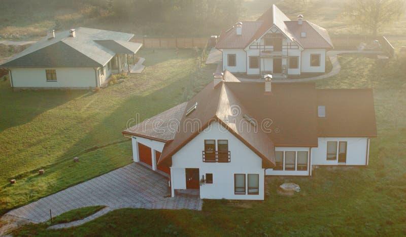 Casas residenciais nos subúrbios  imagens de stock royalty free
