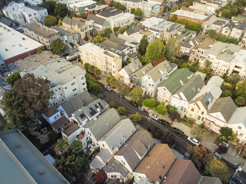 Casas residenciales victorianas populares de la visión superior en Castro, San Fra foto de archivo libre de regalías