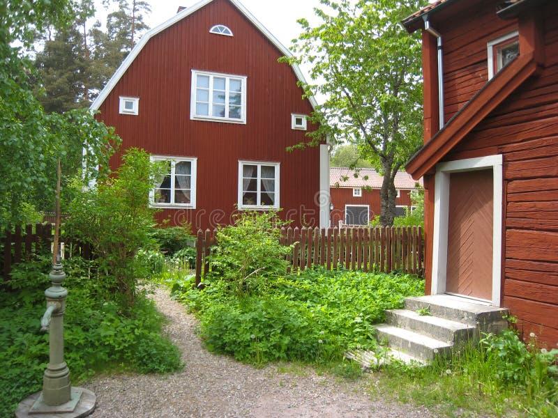 Casas rojas viejas típicas de la madera. Linkoping. Suecia foto de archivo