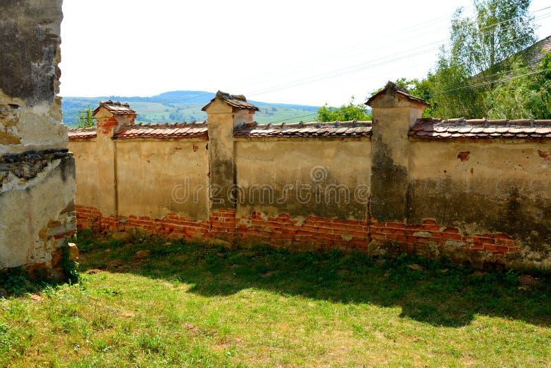 Casas rurales típicas del paisaje y del campesino en el pueblo Felmer, Felmern, Transilvania, Rumania imágenes de archivo libres de regalías