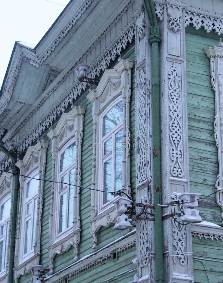 Casas rusas talladas de madera tradicionales foto de archivo libre de regalías