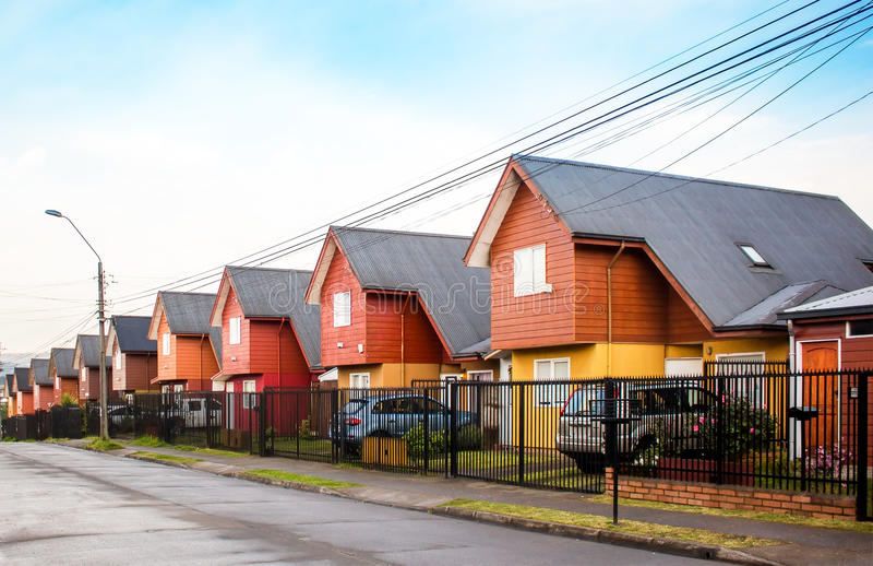 Casas similares no Chile imagens de stock