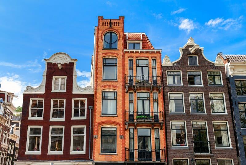 Casas típicas de Amsterdam imágenes de archivo libres de regalías