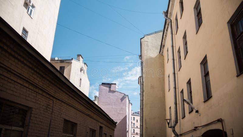 Casas típicas de Petersburgo fotografía de archivo libre de regalías