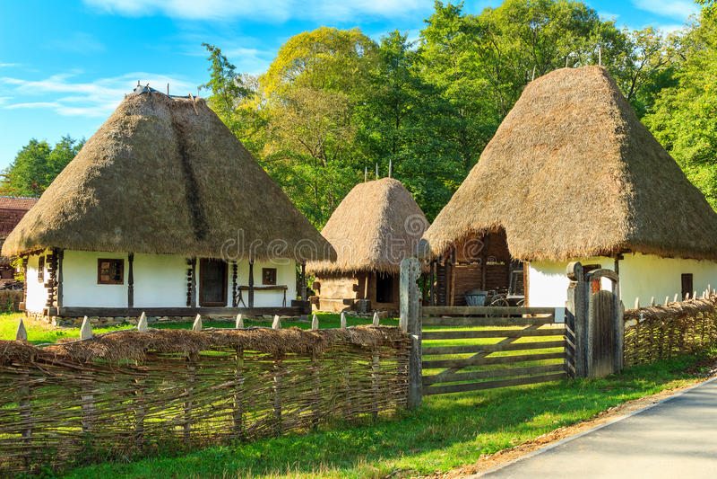 Casas típicas do camponês, museu da vila de Astra Ethnographic, Sibiu, Romênia, Europa fotos de stock
