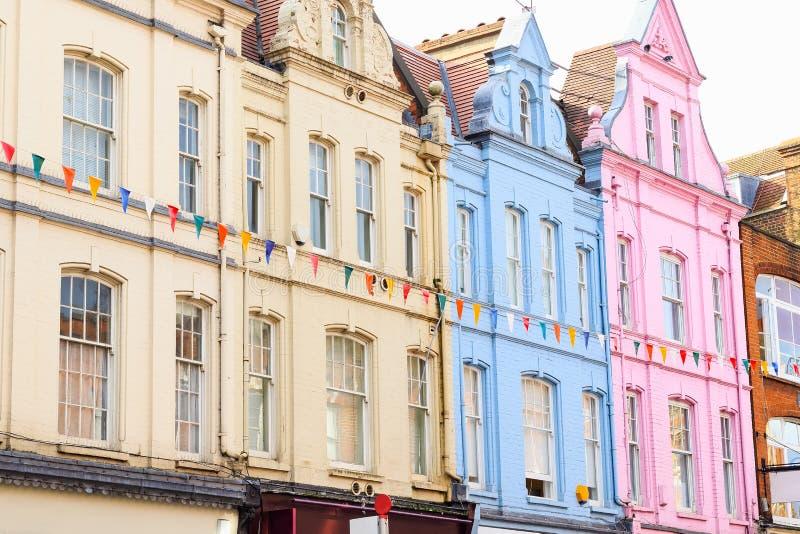 Casas terraced coloridas em Londres foto de stock