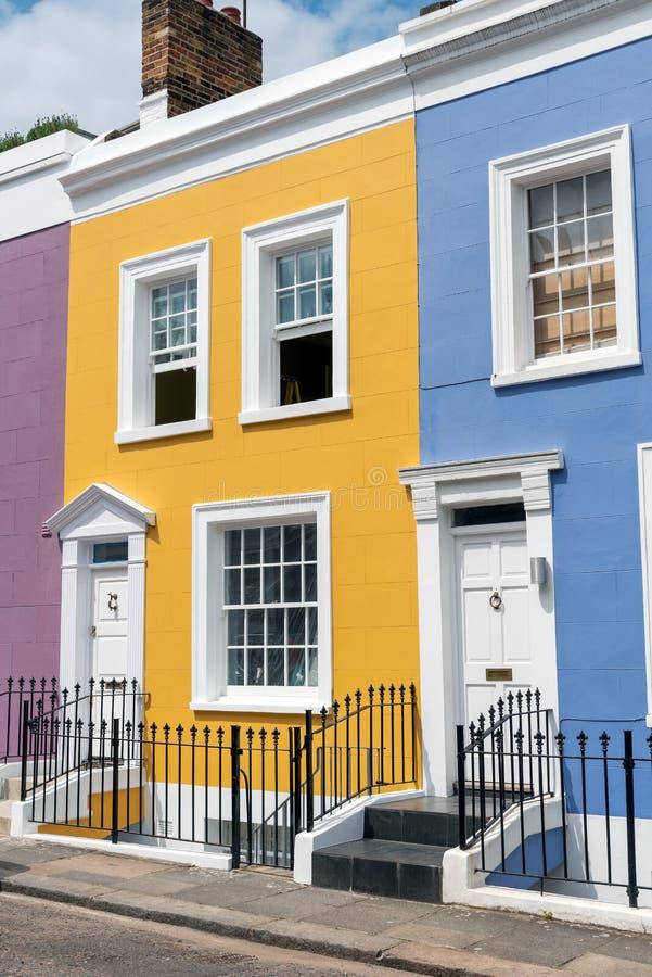 Casas terraced coloridas em Notting Hill foto de stock royalty free
