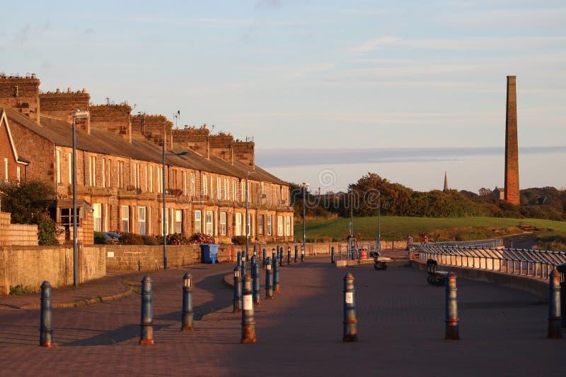 Casas terraced Tweedmouth Northumberland da frente marítima imagem de stock royalty free