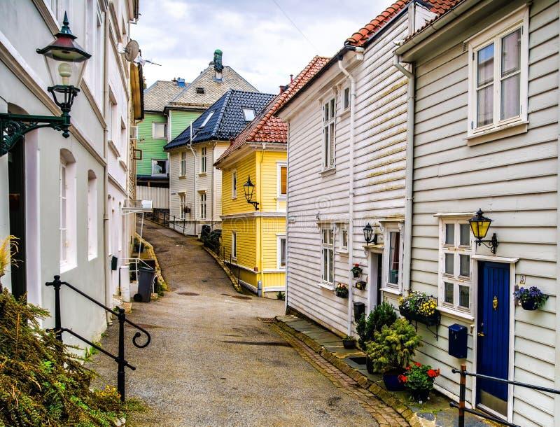 Casas tradicionais na cidade velha de Bergen, Noruega Bergen é o segundo - o maior fotografia de stock