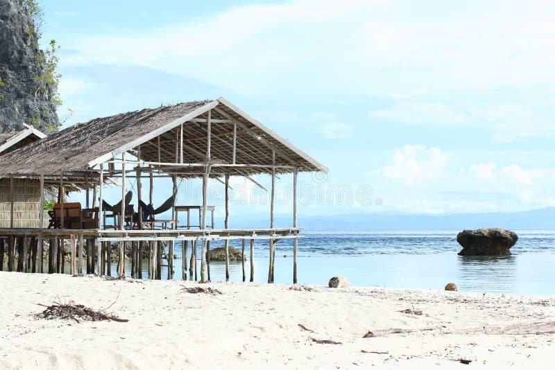 Download Casas Tradicionais No Recurso Foto de Stock - Imagem de tropics, céu: 65576484