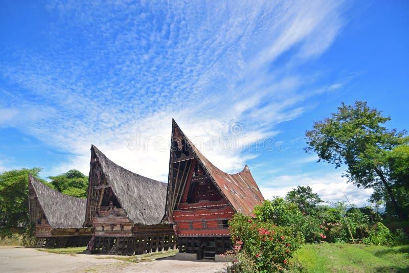 Casas tradicionales de Jabu de la arquitectura de Toba Batak en la isla de Samosir, lago Toba, Sumatra del norte Indonesia fotografía de archivo