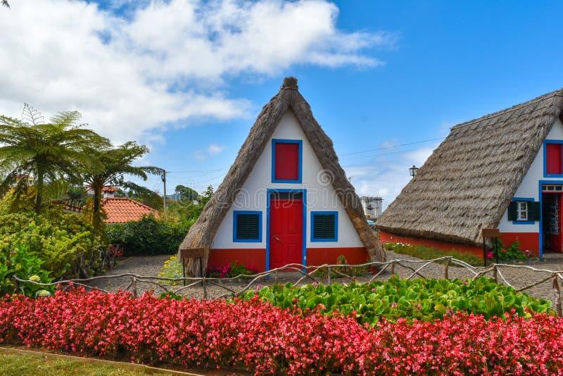 Casas tradicionales de la isla de Madeira Casas Tipicas de Santana fotografía de archivo libre de regalías
