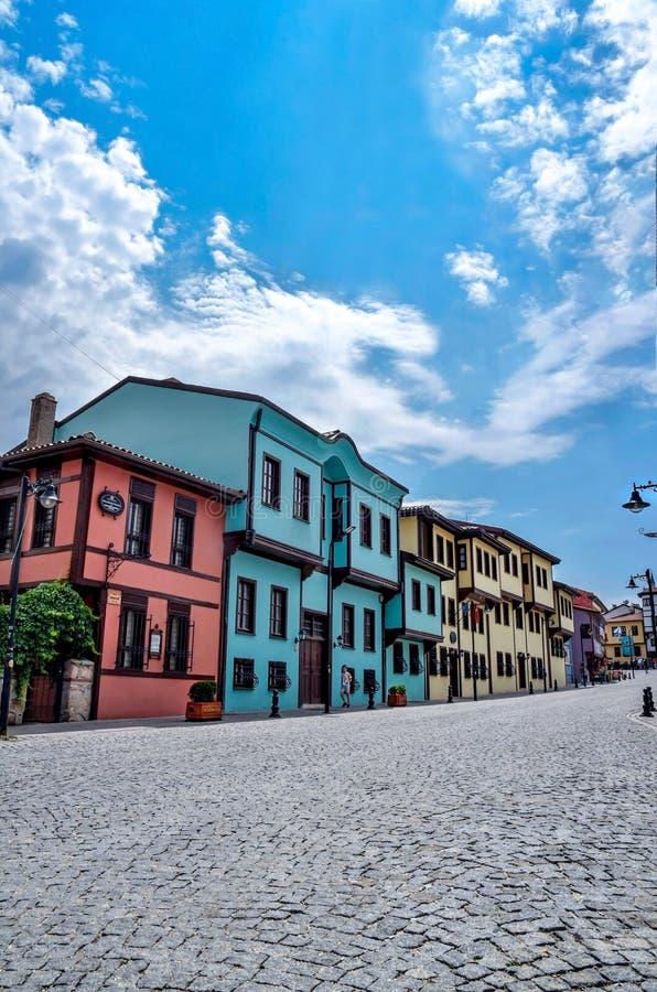Casas turcas viejas coloridas en la región de Odunpazar?-Eskiehir en el país de Turquía, aire abierto fotos de archivo