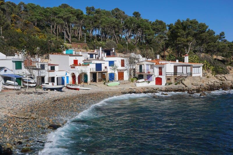 Casas velhas dos pescadores na Espanha Costa Brava da costa fotografia de stock