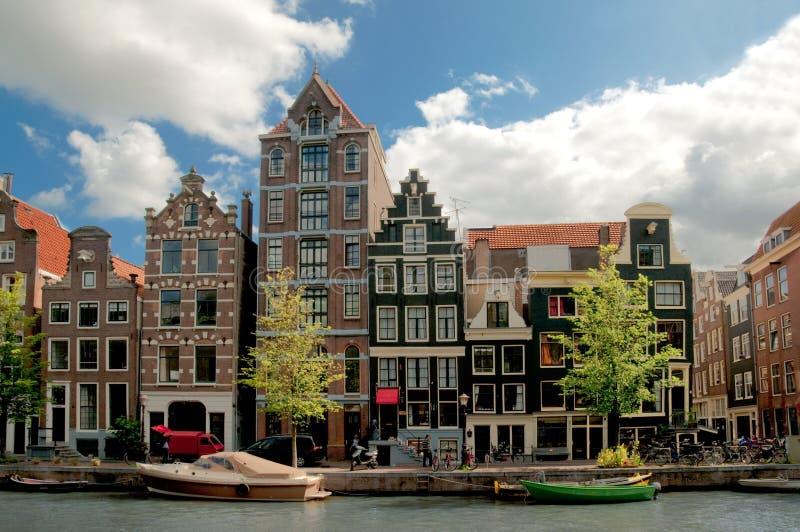 Casas velhas em Amsterdão foto de stock