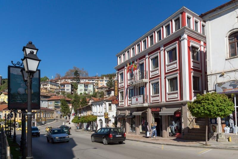 Casas velhas na rua central na cidade de Veliko Tarnovo, Bulgária fotografia de stock royalty free